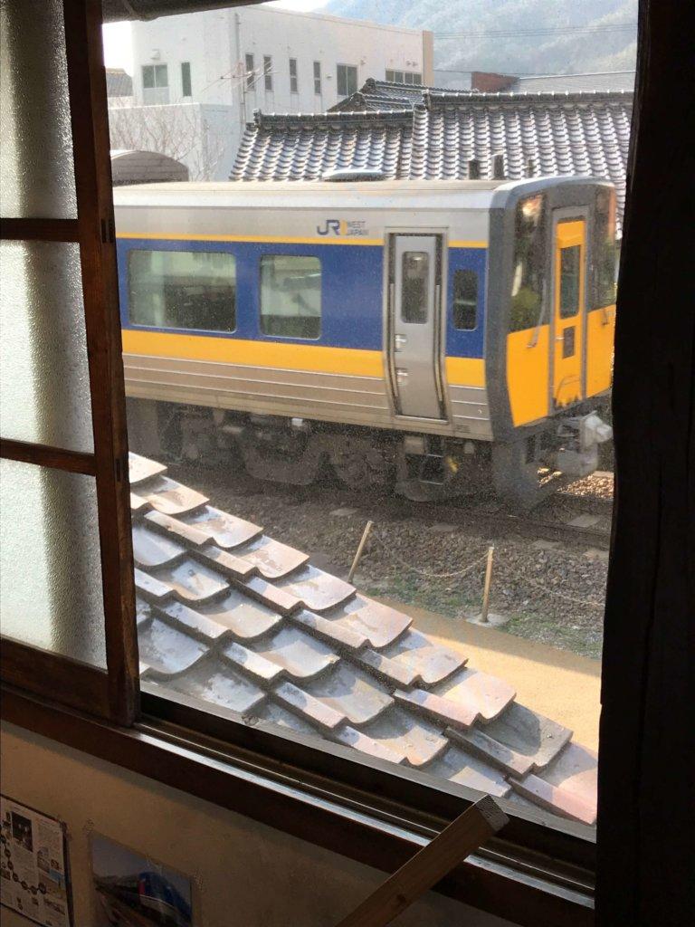 川のhotoriから見た汽車