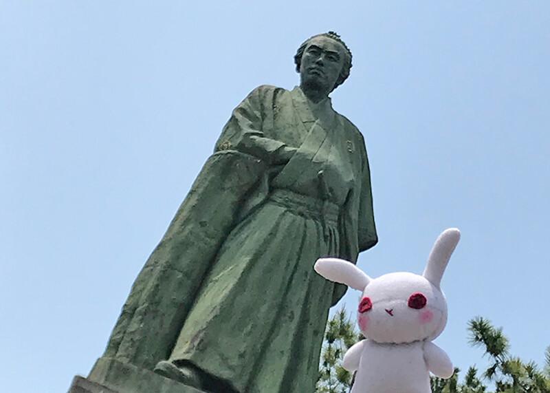 坂本竜馬像と葵ちゃん
