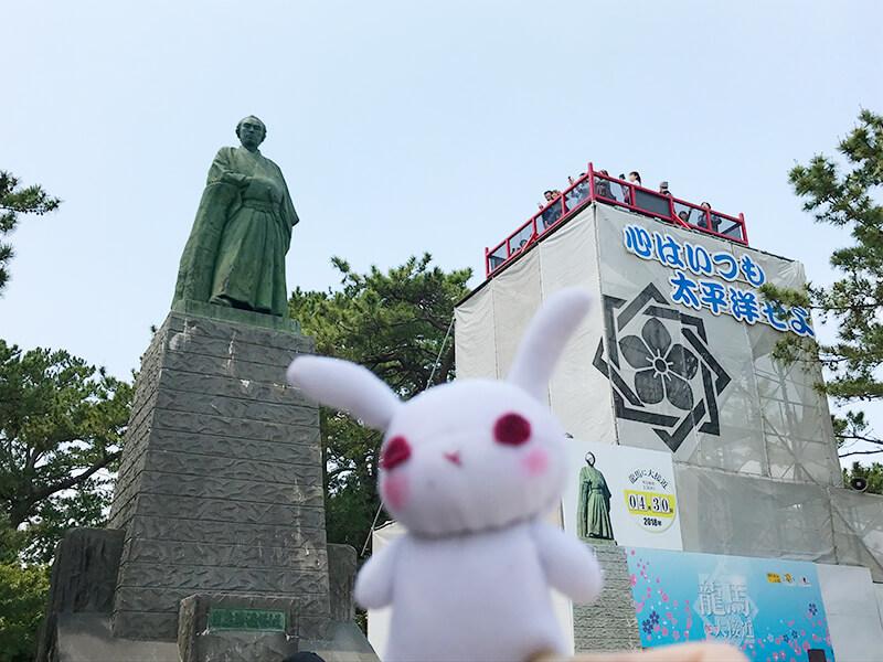 坂本竜馬像と葵ちゃん2