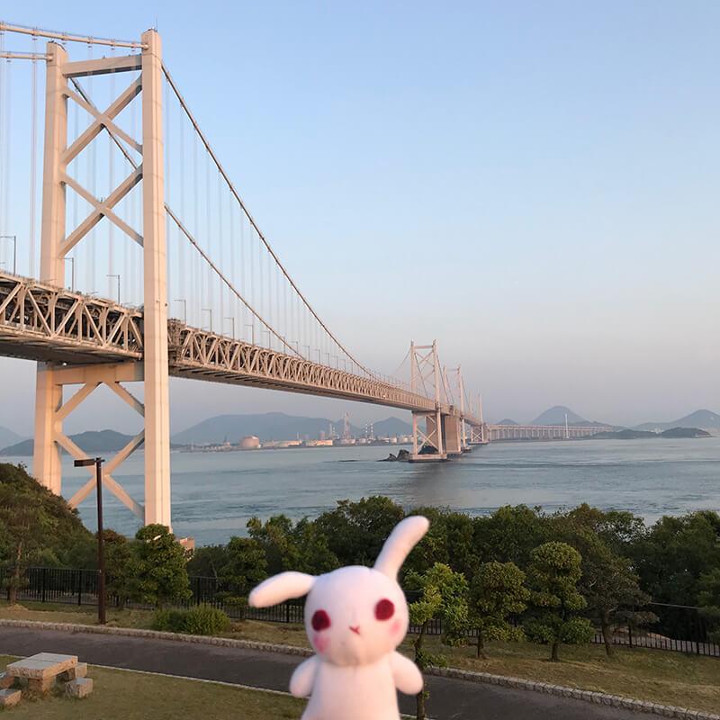 夕暮れの瀬戸大橋と葵ちゃん